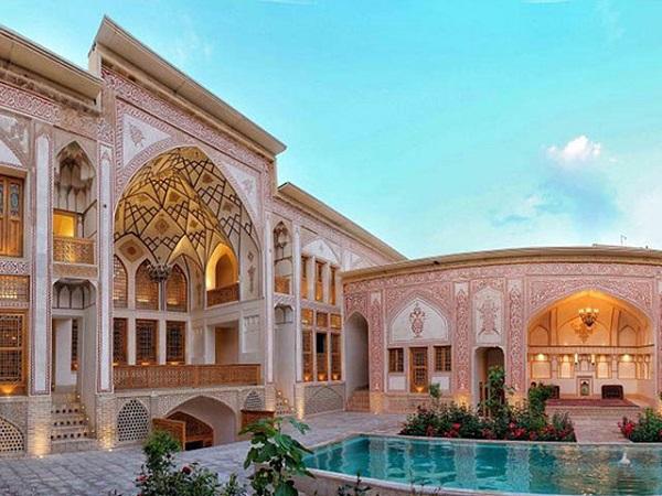 رزرو هتل مهینستان راهب کاشان